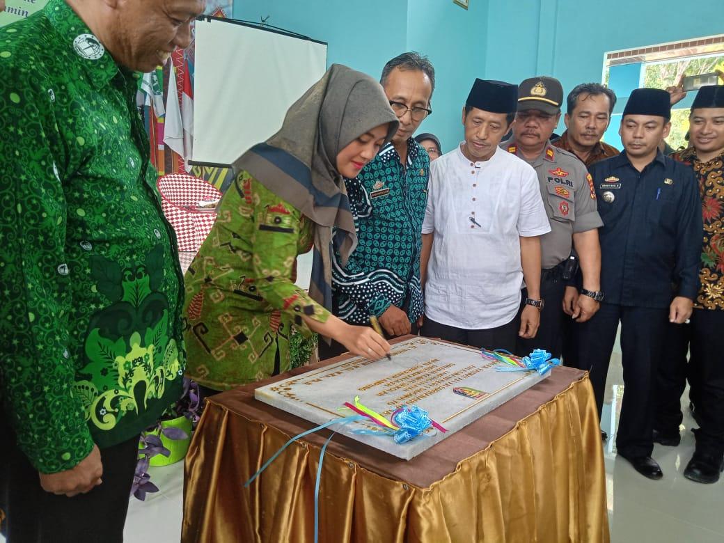 Wakil Gubernur Lampung Ibu Chusnunia Resmikan Aula SMAN 1 Sidomulyo